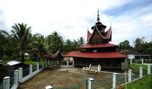 Sumber Gambar: http://www.kidnesia.com/Kidnesia/Potret-Negeriku/Jalan-Jalan/Surau-Nagari