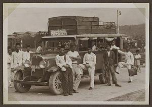 Salah satu angkutan umum pada masa dahulu.Gambar: Internet