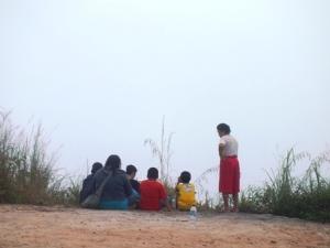 Che Kim beserta anak, mertua, dan dua orang pegawainya.