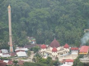 Masjid Agung, dahulu tepat di lokasi Masjid Agung ini ialah PLTU pertama di Sawahlunto. Dibuat oleh Belanda pada tahun 1894.