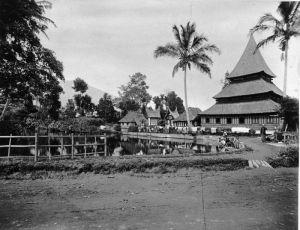 Salah satu Masjid di Bukittinggi th. 1895 Gambar: http://id.m.wikipedia.org/