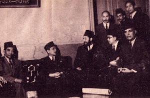 Bung Syahrir dan Hasan al Bana (Tengah) Kunjungan Bung Syahrir ditemani oleh Nazir St. Pamuncak, M.Z.Hassan ke Kantor Pusat Ikhwanul Muslim di Mesir. Kunjungan tersebut guna mengucapkan terimakasih atas sokongan yang begitu kuat dari Hasan al Bana, Ikhwan, & Pemerintahan Mesir atas kemerdekaan Indonesia.