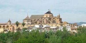 Masjid Raya Cordoba yang sekarang menajdi Kathedral lustrasi Gambar: Internet