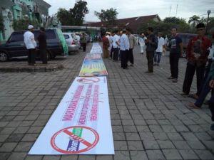 Gambar: Diambil dari kiriman beberapa orang kawan di Grup: https://www.facebook.com/groups/ranahminang.tolak.pemurtadan/