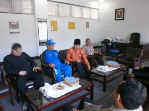 """Afolo & F*uzi Ba*ar yang semasa itu masih menjadi """"leader di Padang"""""""