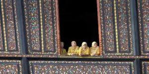 Kuning bermakna emas dan menjadi warna para raja. Tidak hanya di Melayu, Thailandpun menjadikan Kuning sebagai warna kebesaran raja mereka. Sumber Foto: http://travel.kompas.com/read/2013/06/22/0943204/Pagaruyung.Simbol.Perekat.Nusantara